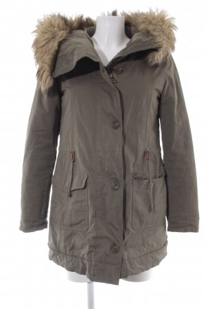 Only Parka verde oliva look casual