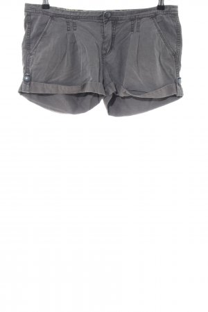 Only Shorts gris claro look casual