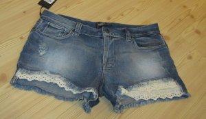 ONLY: Shorts mit Spitzenabschluß, Gr. 30, 40/42