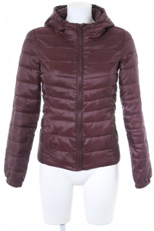 Only Steppjacke brombeerrot Street-Fashion-Look
