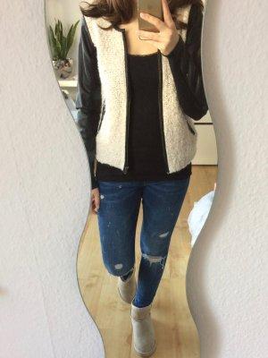Only Strickjacke beige Leder Ärmel schwarz