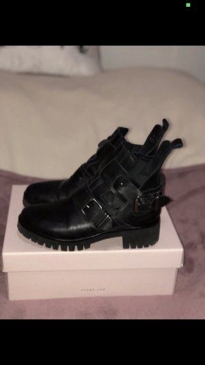 ONYGO Sharon Black Cut Out Boots