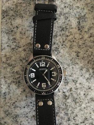 OOZOO Uhr in schwarz mit silberfarbener Hardware