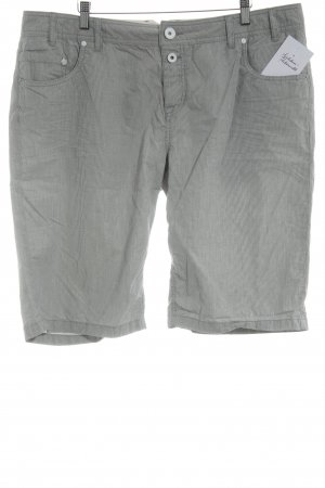 Opus Shorts weiß-grau Streifenmuster Street-Fashion-Look