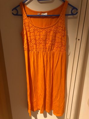 Orange Blumenkleid