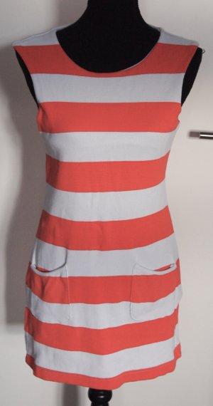 Orange-weiß gestreiftes Sommerkleid