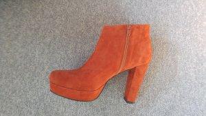 Orange Wildleder Booties