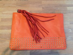 Orangefarbene Clutch