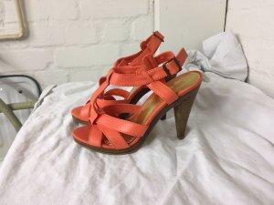 Orangefarbene Heels von H&M