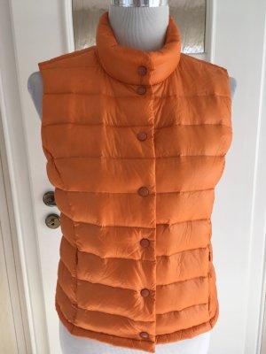 Orangefarbene Weste von Malvin