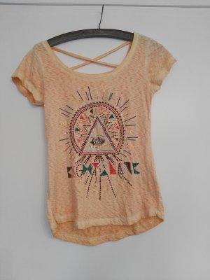 orangefarbenes T-Shirt mit Rückenverziehrung umd Pailletten
