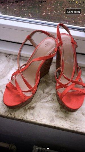 Orangene high heels mit Keilabsatz