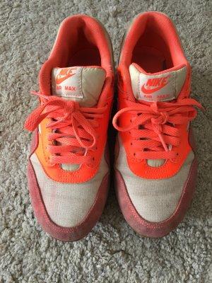 Orangene NikeAir Sneakers