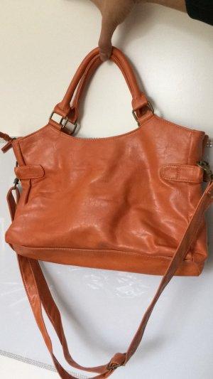 orangfarbene Tasche mit Reißverschluss