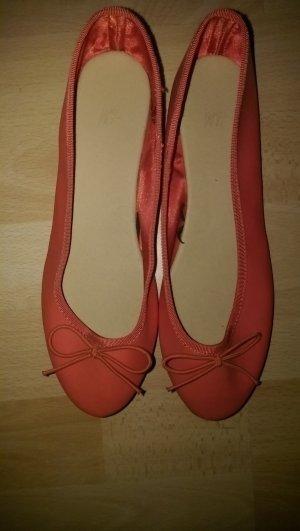 Orangrot-farbene Ballerinas