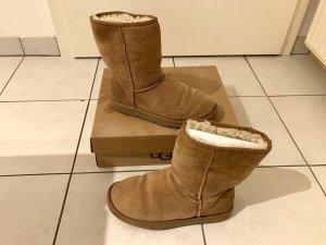 Org Ugg Australia Classic Short Boots 39 / W8 braun chestnut Lammfell Winter