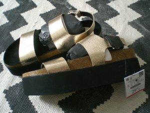 Bershka Sandalo con plateau oro-nero