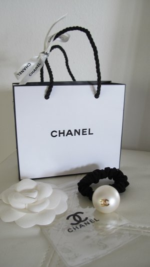chanel schmuck g nstig kaufen second hand m dchenflohmarkt. Black Bedroom Furniture Sets. Home Design Ideas