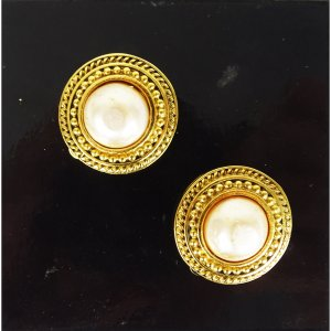 Chanel Earclip gold-colored