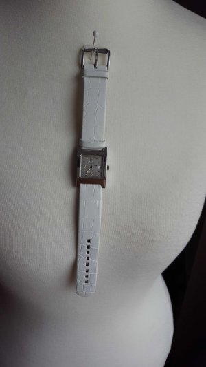 Gucci Watch With Leather Strap silver-colored