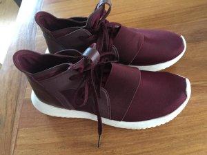 Original Adidas Sneaker in weinrot