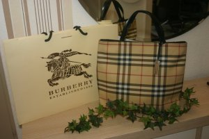 burberry handtaschen g nstig kaufen second hand m dchenflohmarkt. Black Bedroom Furniture Sets. Home Design Ideas