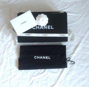 Original Chanel Box mit Kamelie und Dustbag