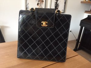 Chanel Bolso barrel negro-color oro