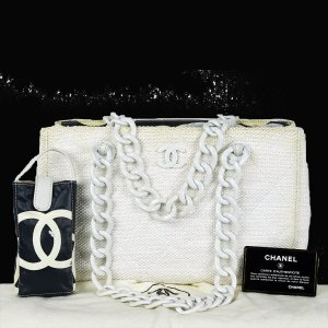 Chanel Sac porté épaule blanc