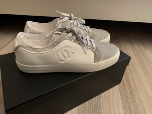 8dc74430698a Baskets de Chanel à bas prix   Seconde main   Prelved