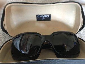 Chanel Hoekige zonnebril zwart-wit