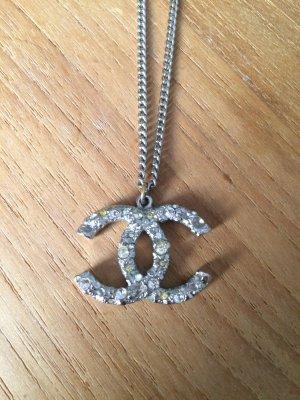 Chanel Collar gris claro