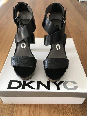 DKNYC Sandalo con plateau nero