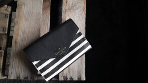 Original Kate Spade Clutch / Geldbeutel schwarz-weiß