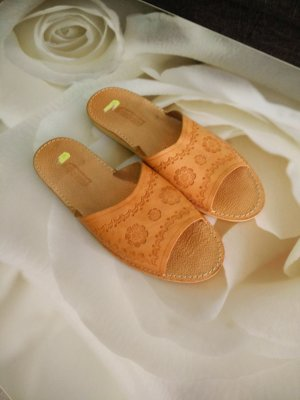 Original Leather hause slippers.