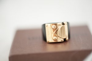 Original Louis Vuitton Ring Lock Me schwarz & gold