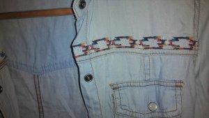 Original Roxy Jeanshemd mit bunt gesticktem Muster. Perfekt für den Frühling!