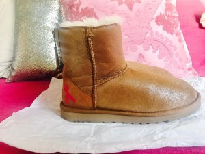 Original UGG Boots / beige, kurz, glänzend / 37