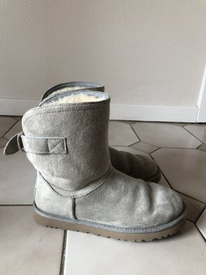 Original UGG Boots in grau/weiß