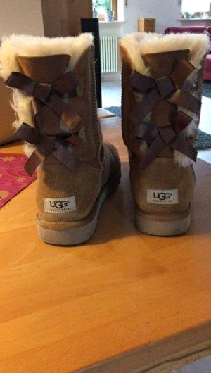 original ugg boots mit schleife chestnut