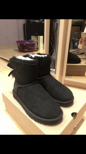 Original UGG Mini Bow Boots in schwarz Gr. 37, NEU