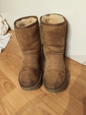 Original UGG's in Braun