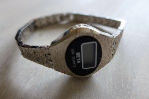 Original Vintage 80er 90er Beta LCD Quartz Uhr silber schwarz Metallarmband