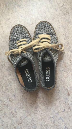 Originale Schuhe von Guess