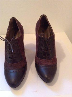 Oritta Mancini. Schnüren Schuhe