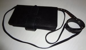 & other stories Clutch schwarz mit Armband