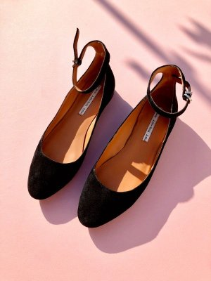 & other stories Riemchen Wildleder Flats Mary Janes Cosy Street Style Clean Chic
