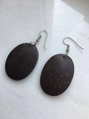 Ovale Ohrringe in einem schönen Braun
