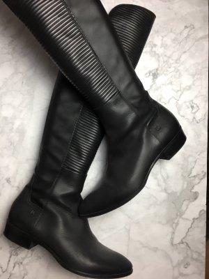 Donna Carolina Botas sobre la rodilla negro