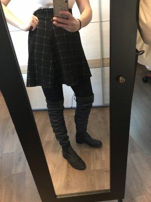 Botas sobre la rodilla gris oscuro